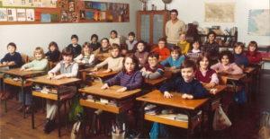 Conviez d'anciennes générations d'élèves sera très touchant pour un instituteur en retraite