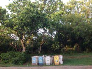 Des bacs pour collecter les déchets et sauver le village