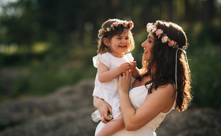 Faire un cadeau à une jeune maman entre amis